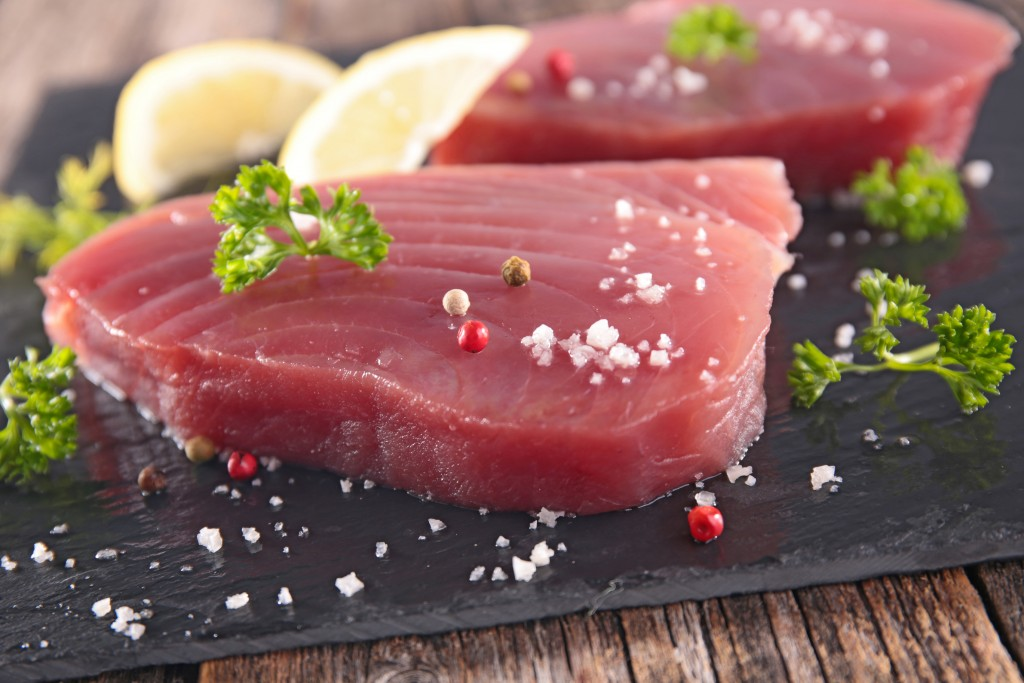 Cooking seared tuna with Fighting Fifty